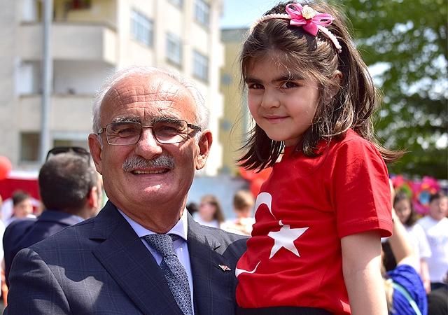 Yılmaz'dan 23 Nisan Ulusal Egemenlik ve Çocuk Bayramı Mesajı